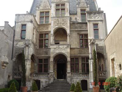 Hotel St Dye Sur Loire